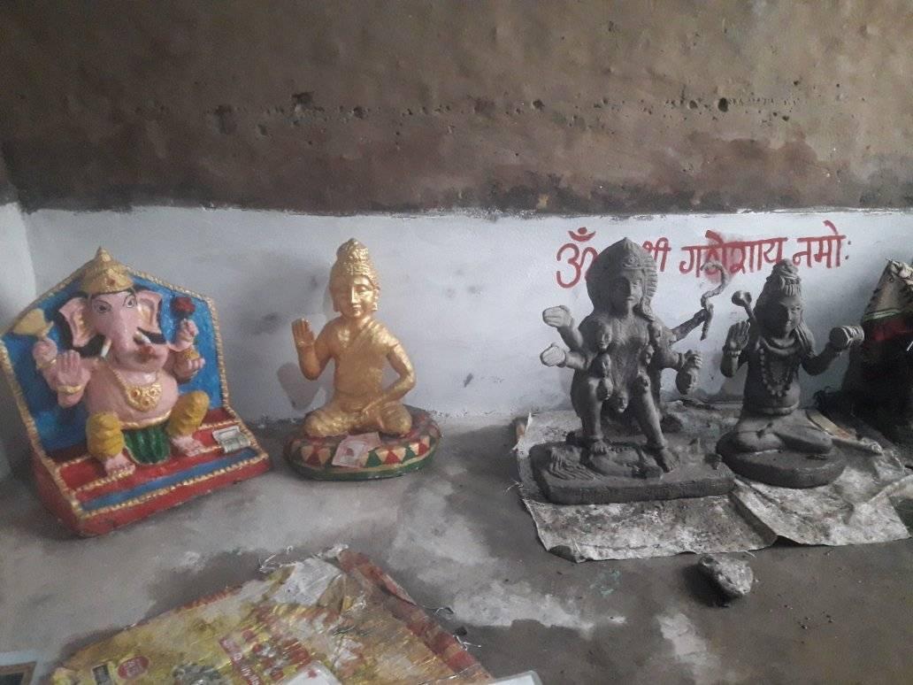 बाजुराका पुर्णप्रसाद जुम्लामा आकर्षक मुति बनाउँदै